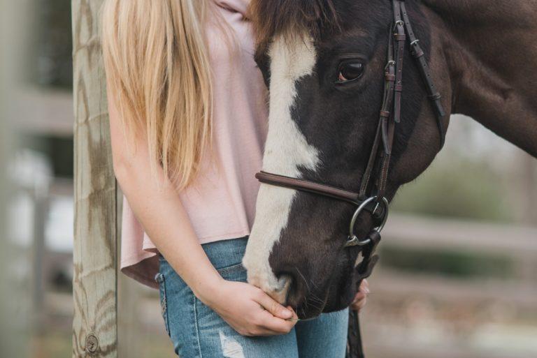 8 tegn på, at din hest er som et barn for dig
