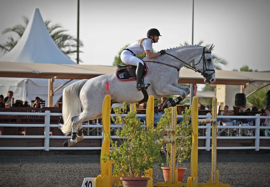 Tina Lund på prinsessens hest i Dubai