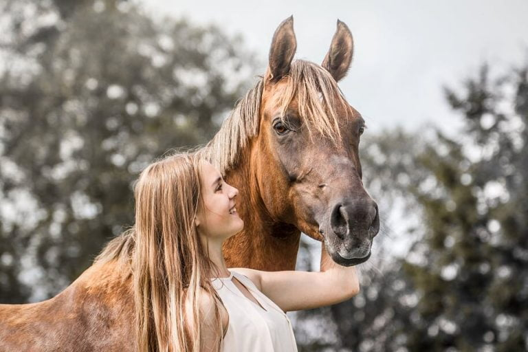 """Q&A med en rytter: """"Jeg elsker det bånd vi skaber med hesten"""""""
