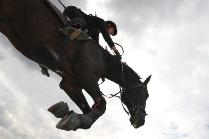 At springe med hesten kan føles som at svæve i luften