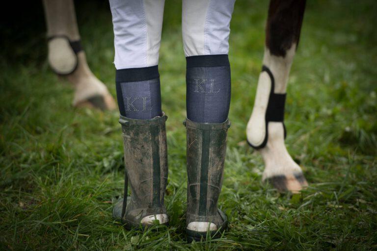 Derfor er vi, som vi er: 10 skinbarlige facts om hestemennesker