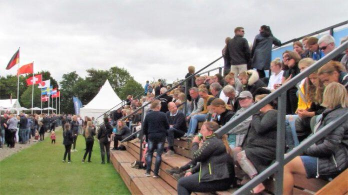 Mesterskab i ridebanespringning med tilskuere