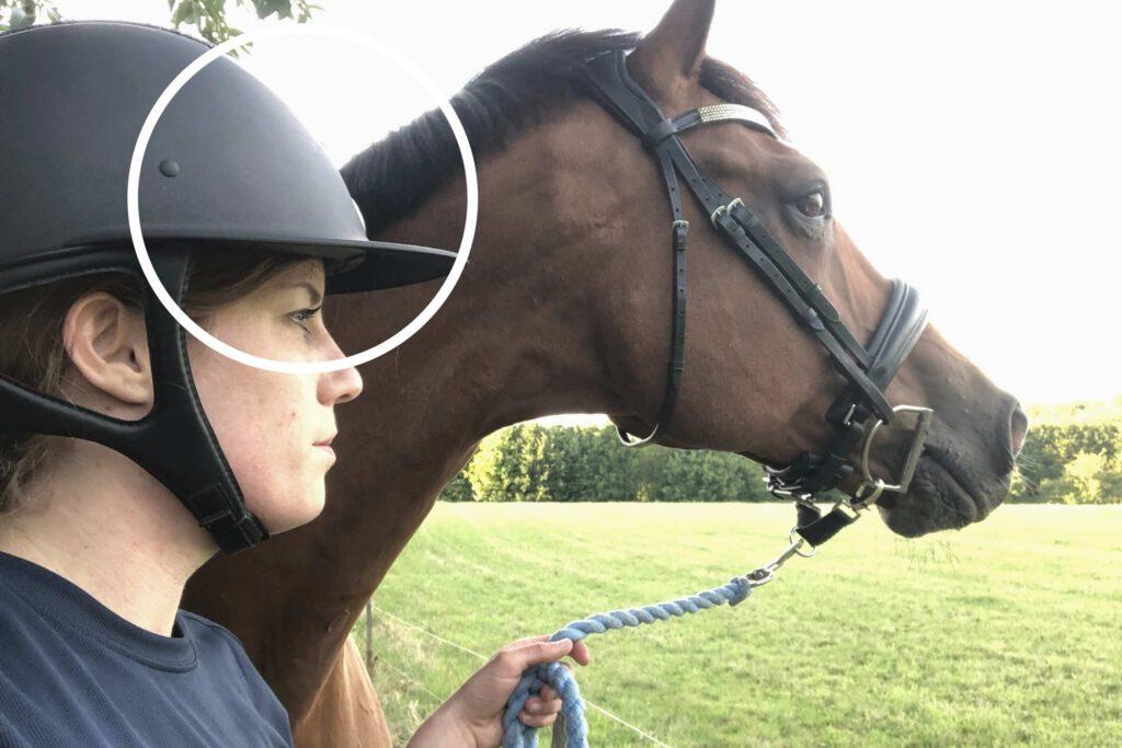 Husk ridehjelmen når du løber med din  hest