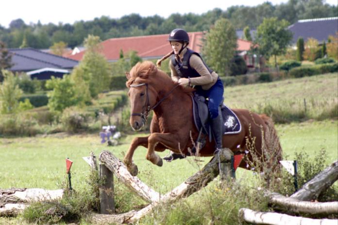 Christine og Kiljan rider Alrid